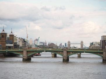 Von der Millenium Bridge sieht man auch die Tower Bridge